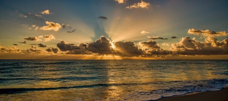 sunrise-clouds-ocean-horizon